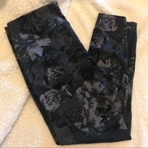 Old Navy - dark gray floral compression leggings